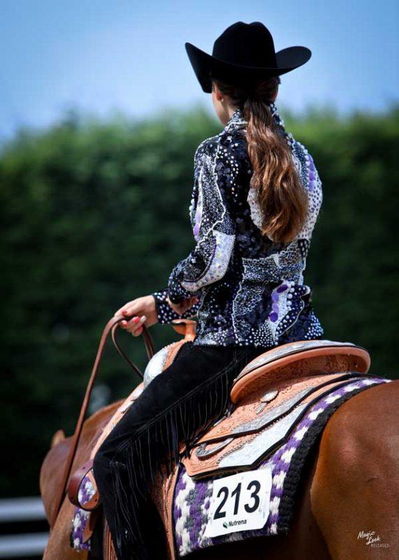 rider-on-aqha-show-horse